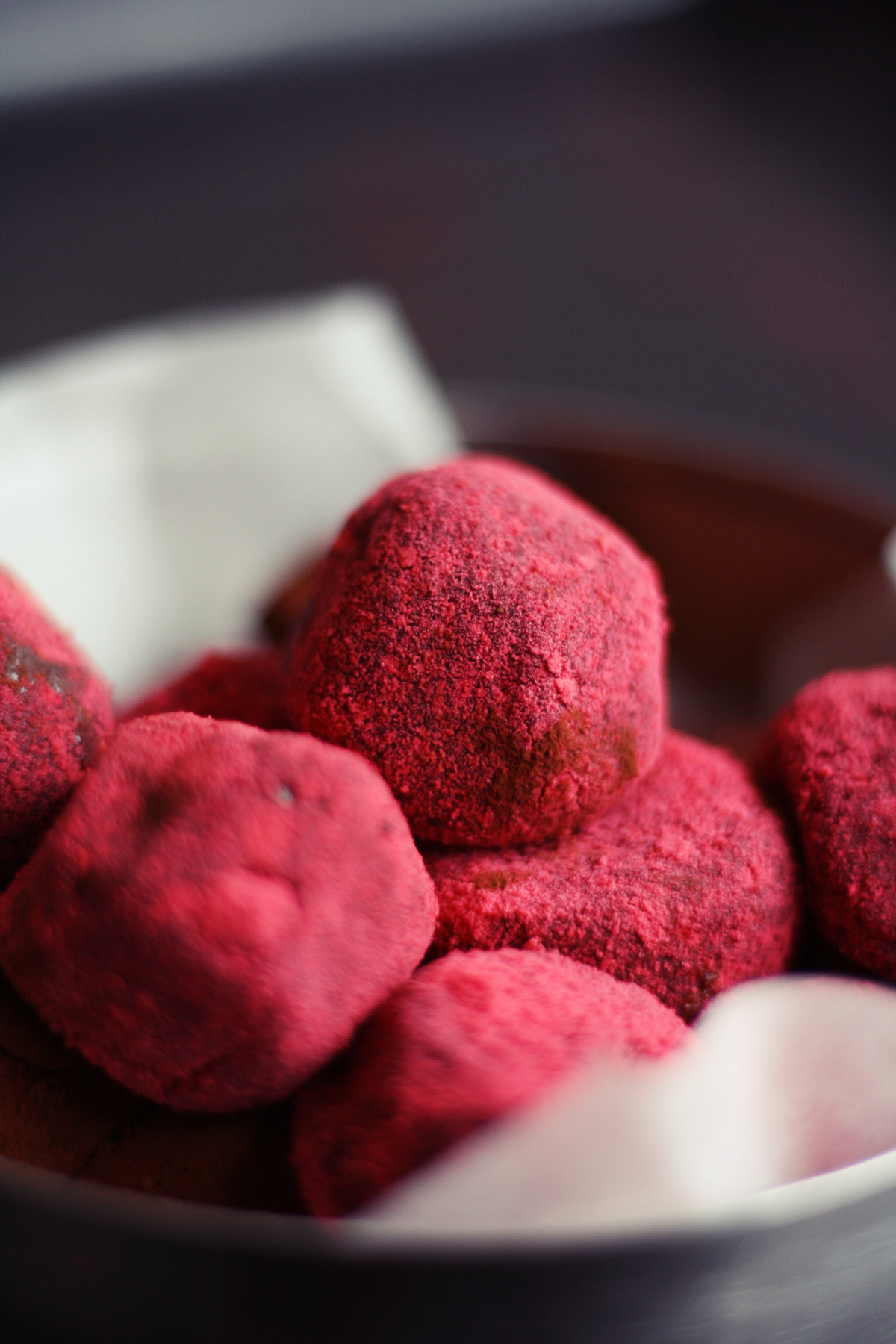 truffles-with-raspberry-powder-2