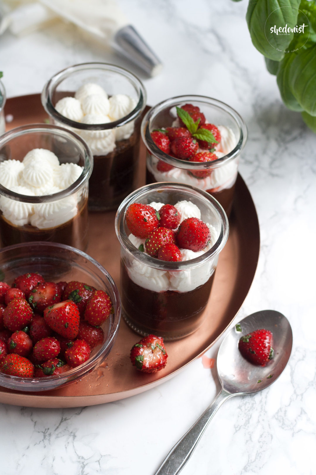chocolate cream with strawberries