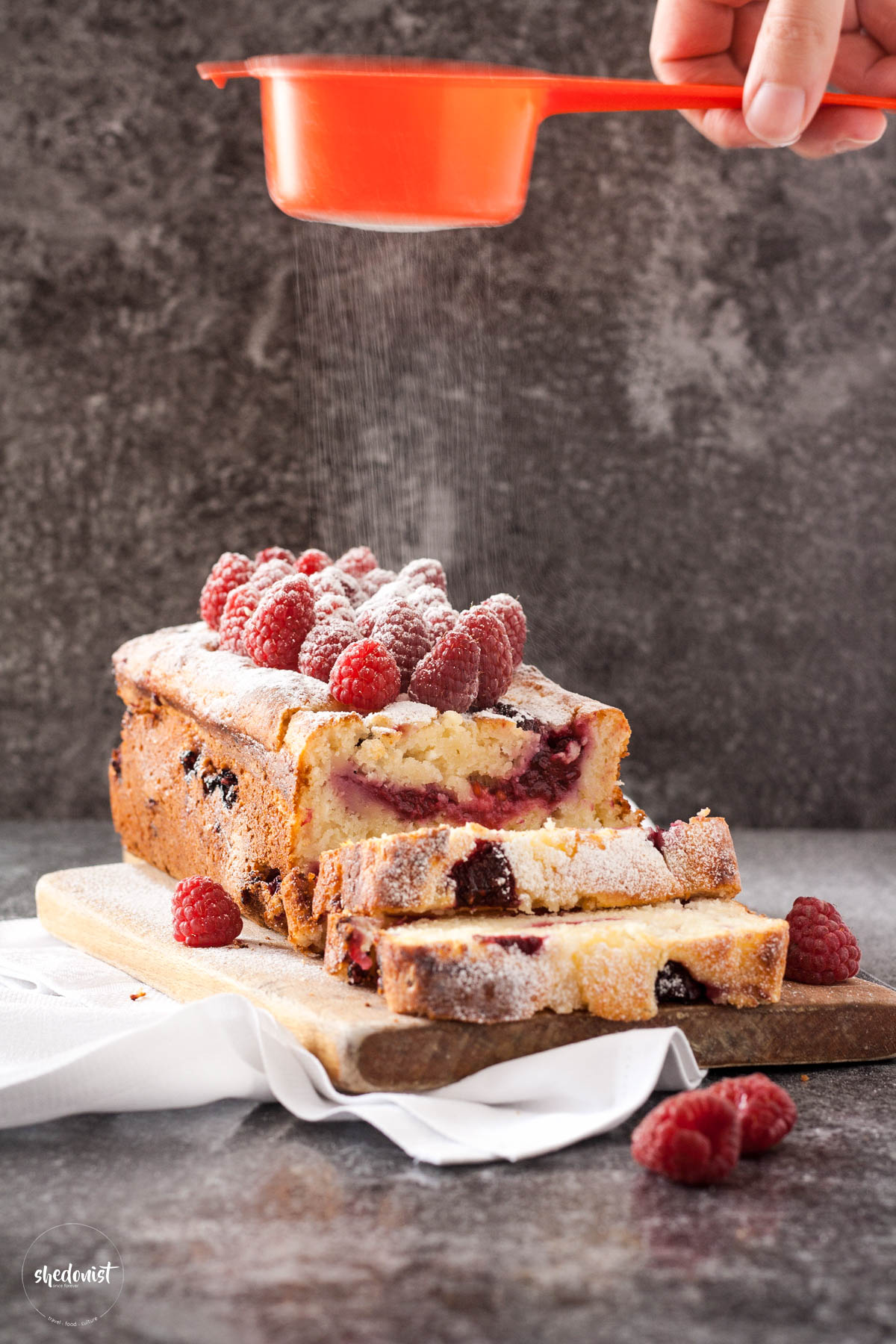 mufffin-raspberries-bread